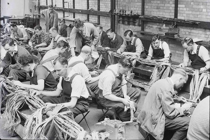 trainee-engineers-at-cable-jointing-school-brentwood-1952-138579907645302601-131209170706.jpg